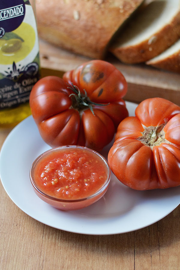 spanish tomato tostada