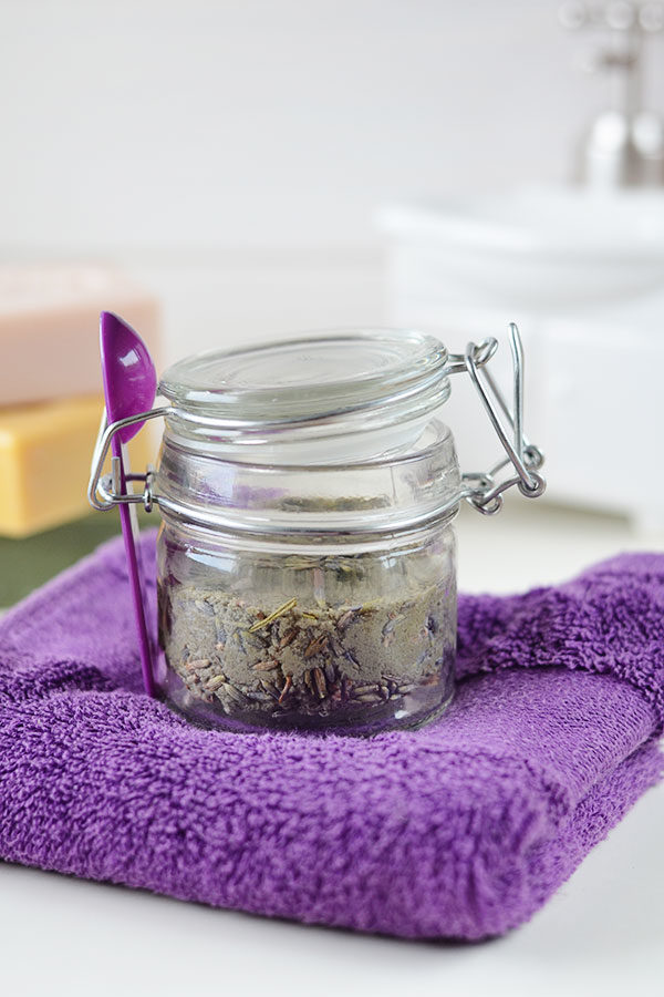 Homemade Facial Cleanser - This soap free Homemade Facial Cleanser is a copycat of Lush's Angels on Bare Skin. It's a gentle but very efficient cleanser that will leave your skin with a natural healthy glow!