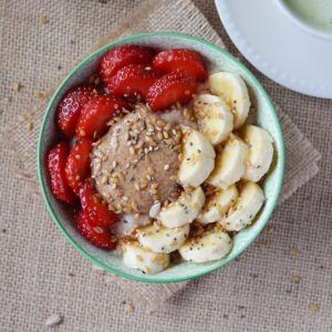 Soaked Coconut Oil Oatmeal - What could be more satisfying than a creamy bowl of warm soaked coconut oil oatmeal in the morning? Full of fibre and healthy fats this coconut oil oatmeal is guaranteed to power you through lunch!